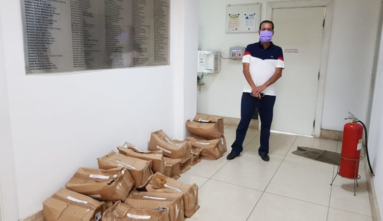 ABM distribui máscaras face shield em hospitais de Salvador